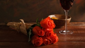 1414small-bouquet-of-roses-and-wine